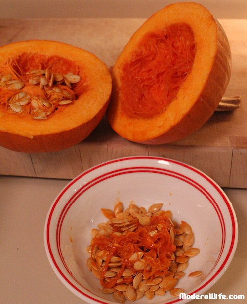 taking seeds off pumpkins
